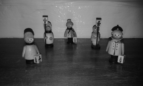 Wooden carol singers
